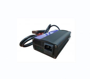 Zestaw: akumulator litowy 100 Ah + ładowarka
